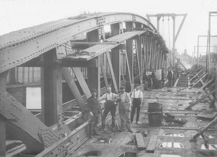 Strood Span showing Girders and Cast Iron Plates.