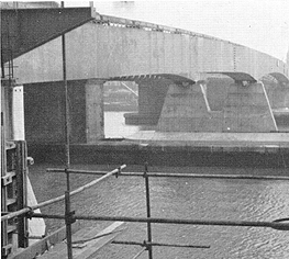 March 1969 The completed new reinforced concrete Strood and Rochester Piers supporting the box girders on their rubber bearings.