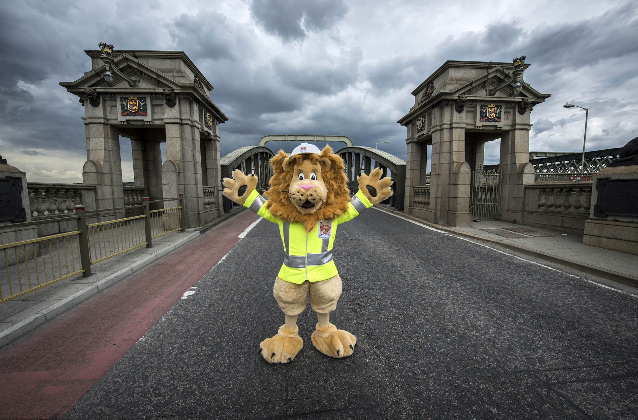 Langdon the lion Rochester bridge 1